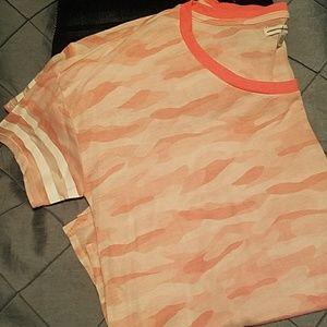 Pink Camo T Shirt. ( L) NWOT 👕